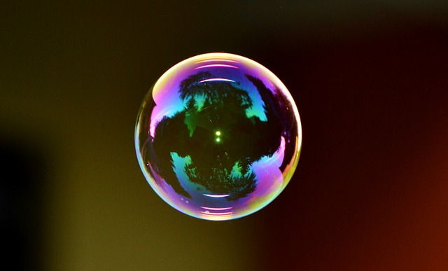 Can Behavioural Finance Explain Asset Bubbles?